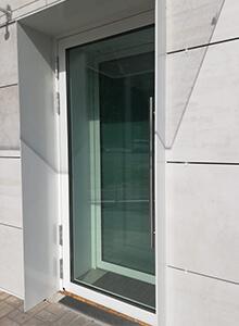 Дверь алюминиевая Alutech W72